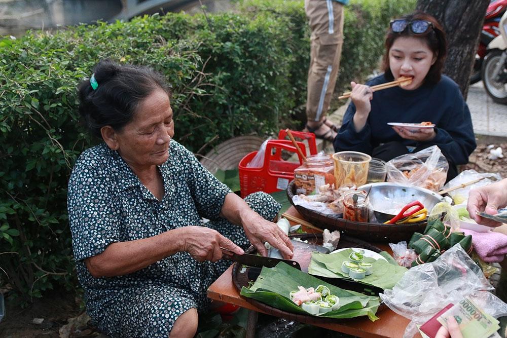 Bánh ướt cuốn tôm chua- nét đặc trưng của ẩm thực xứ Huế