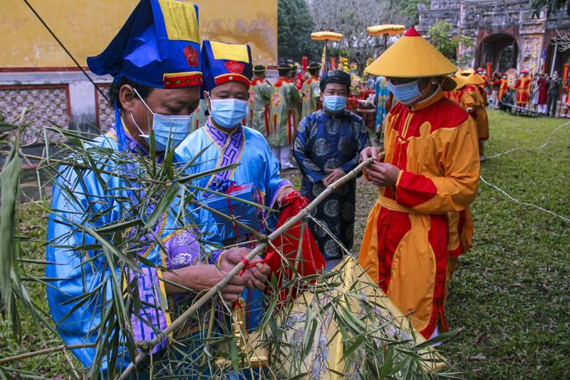 Huế: Dựng cây nêu hoàng cung nhà Nguyễn để cầu bình an 170